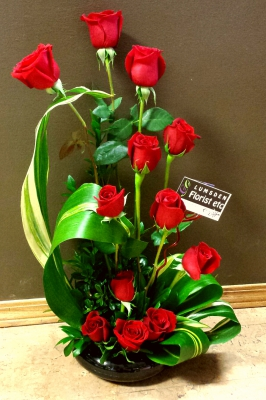 roses, dozen, valentine, zen, happy, cheerful flowers, bouquet, entertainers, gerbera, vase, lumsden, regina, craven, regina beach, buena vista